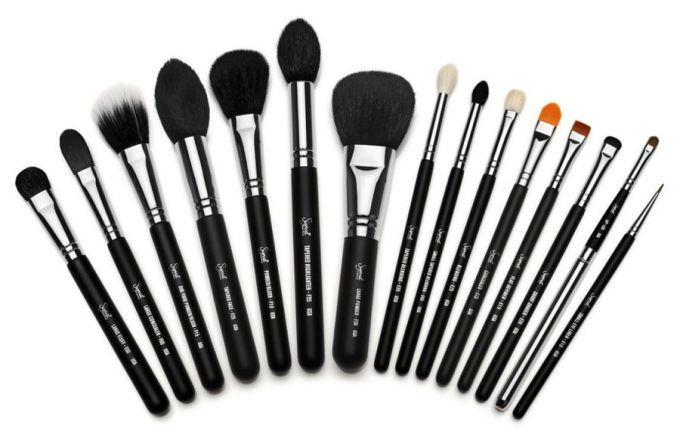 Varieties of brushes for an ideal face tone