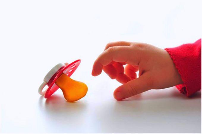 Необходимо ли приучать ребенка к пустышке?