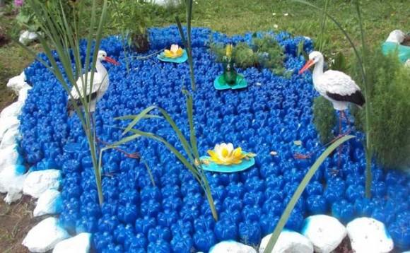 Что можно сделать из пластиковых бутылок для дачи