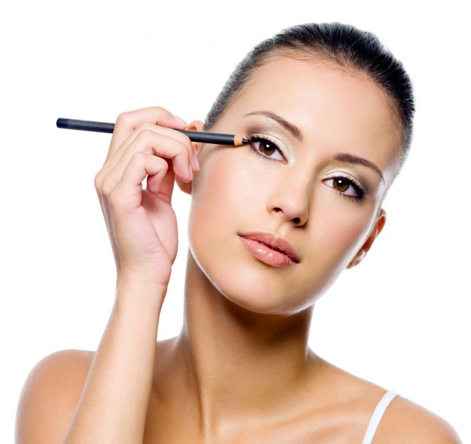 Как делать макияж на основе яркой подводки