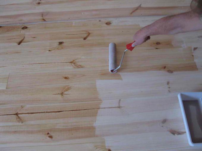 Правила покраски деревянного пола
