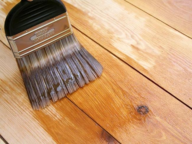 Какая краска подходит для деревянного пола