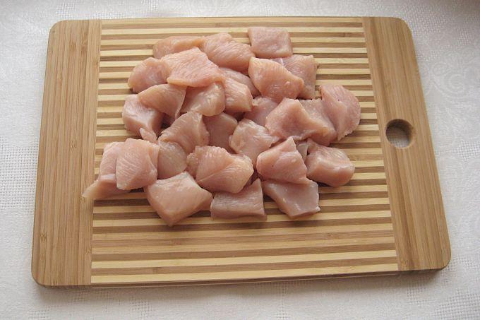 Нарезаем филе на кусочки