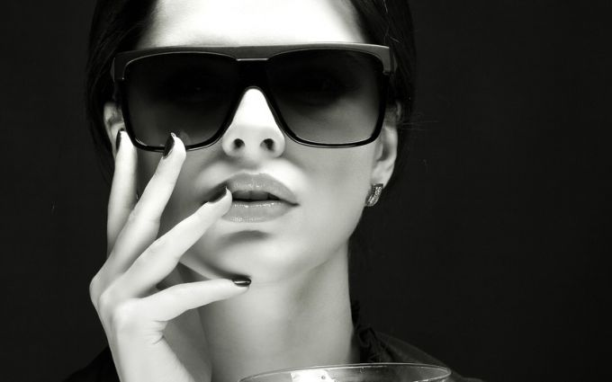 Rules of selection of women's glasses for the summer