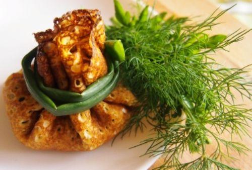vkusnye-blinchiki-legkim-salatom-