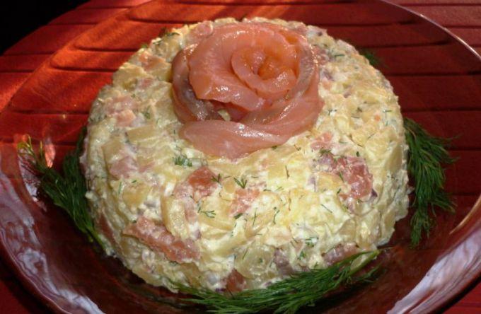 Салат с красной рыбой фото