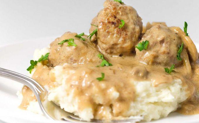 Meatballs in creamy mushroom sauce