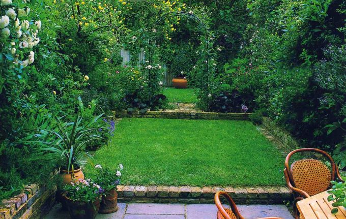 Landscaping the narrow portion