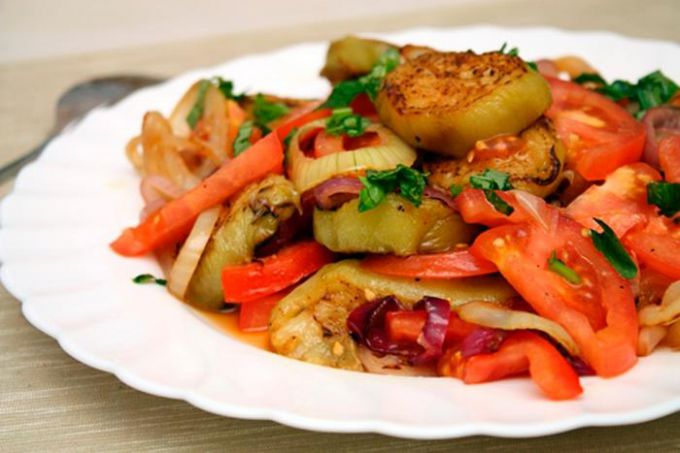 Салат из кабачков с белыми грибами