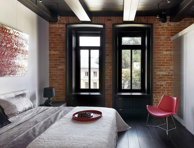The dark ceiling in apartment design