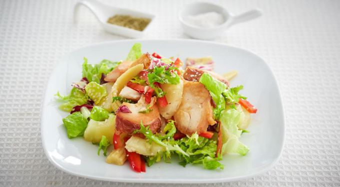 Салат с подкопченной индейкой