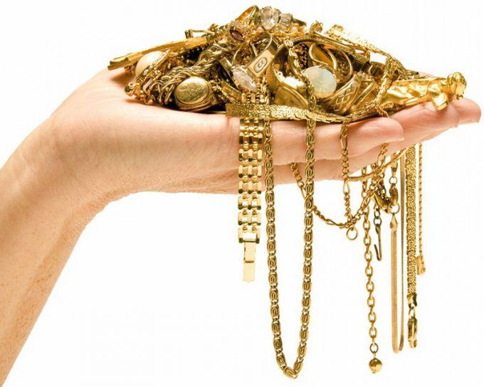 Уход за золотыми или серебряными украшениями