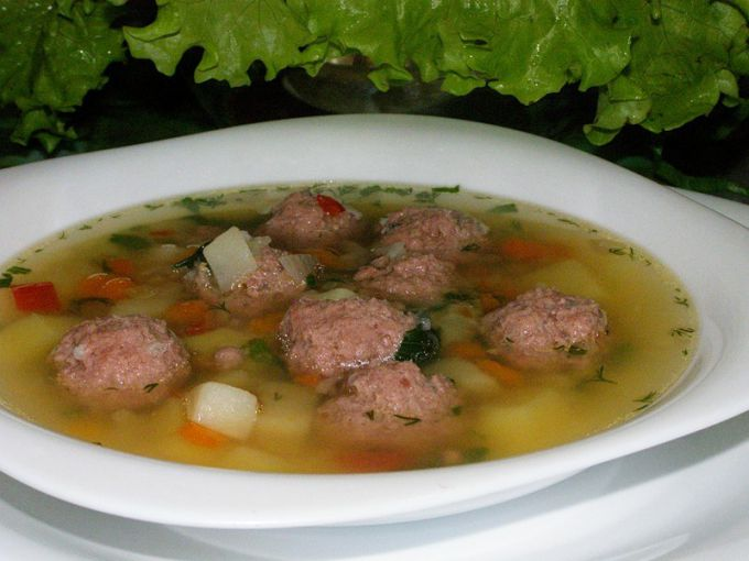 Rice soup with meatballs