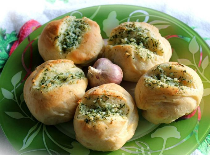 Garlic-dill buns