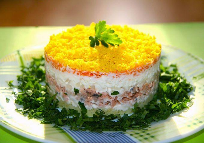 Салат рецепт с консервой