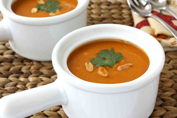 Vegetable soup with peanuts