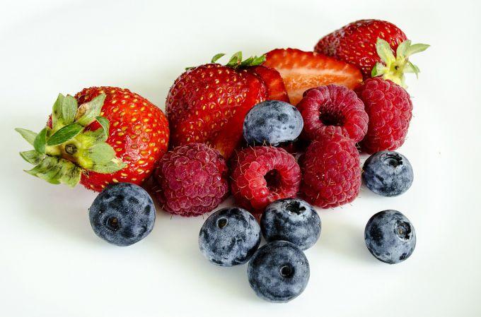 Сколько весит литр малины, клубники и черники