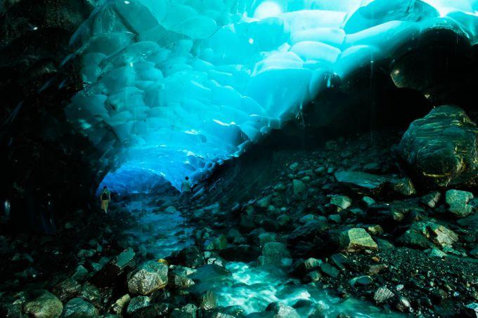 Ледниковые пещеры Менденхолла (Аляска)