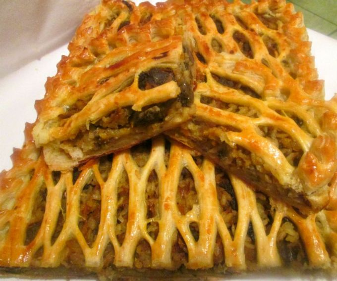 Open pie with liver and mushrooms