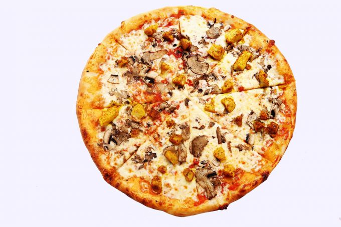 Mushroom pizza with chicken