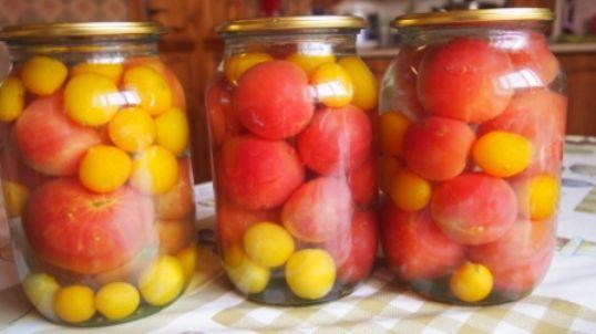 kak-prigotovit-pomidory-v-sobstvennom-soku-s-chesnokom-hrenom-na-zimy-
