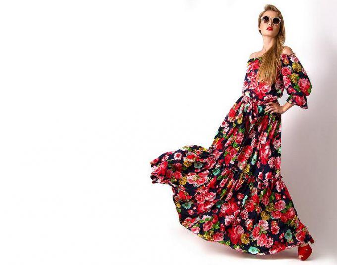 """Как носить платья и блузки с вырезом """"кармен"""""""