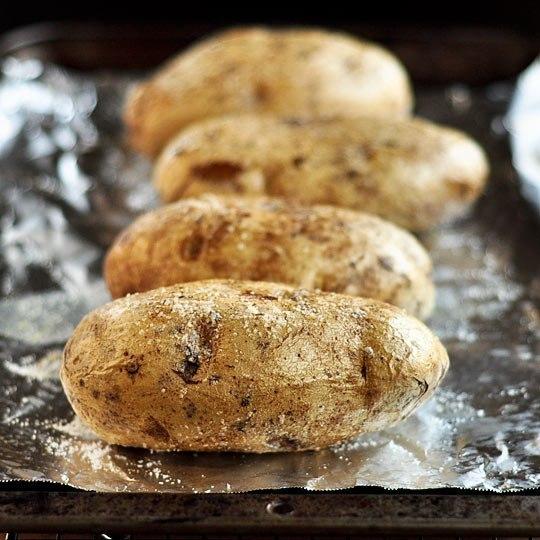 Как испечь картошку в мультиварке