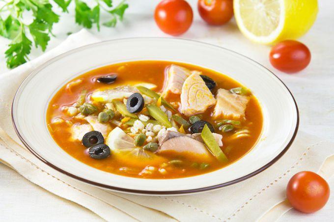 Мясной суп с маслинами