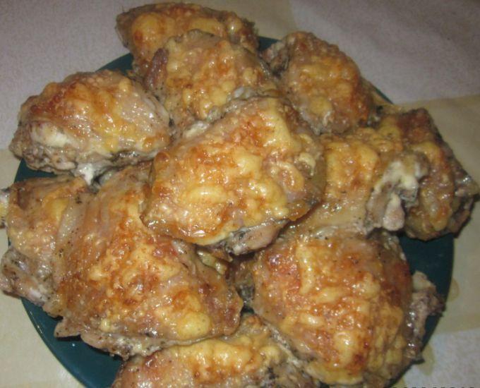 Куриные бедра под сырной шапочкой
