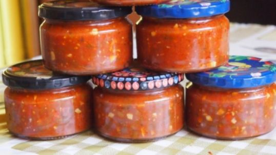 -kak-prigotovit-vkusnyy-domacdomashniy-sous-iz-pomidor-na-zimu-