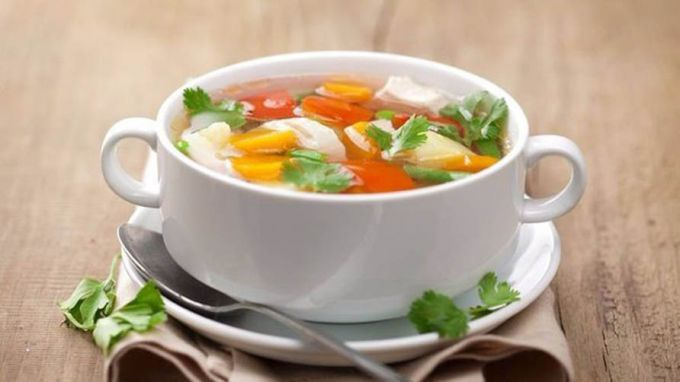 Как приготовить диетический суп на овощном бульоне
