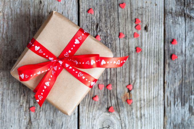 Что подарить любимому мужчине на День святого Валентина
