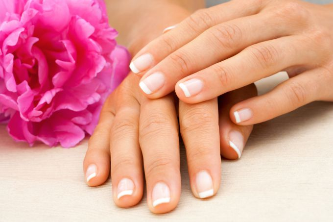 How to keep strong nails in winter