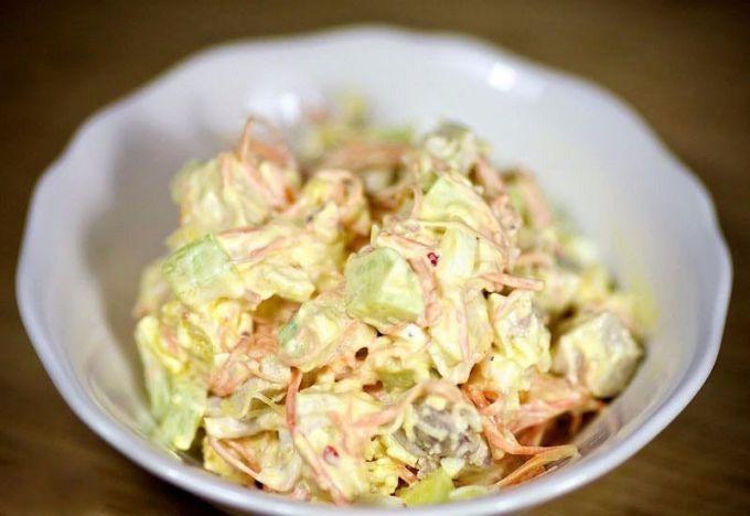 Как приготовить салат с корейской морковью и курицей?
