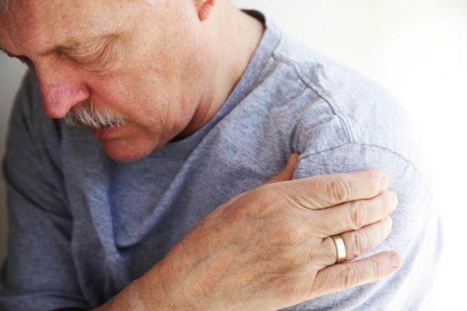 Боль в плечевом суставе может быть невыносимой