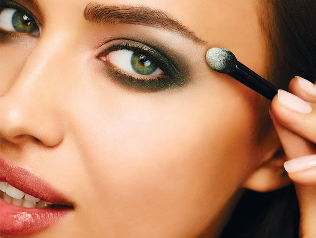 How to emphasize the eyes with makeup
