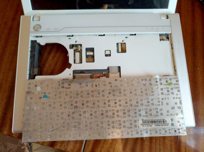 Снять клавиатуру ноутбука BG45