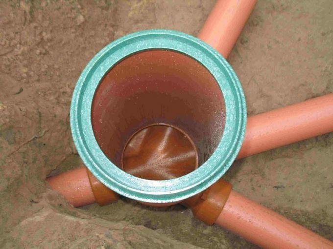 Смотровой колодец в сточной канализации