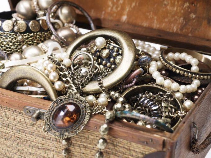 Почему темнеют серебряные украшения