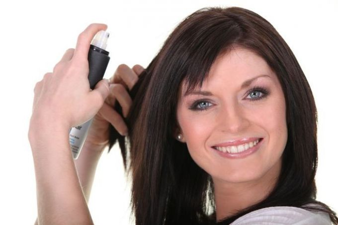 How to use dry hair spray