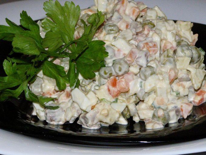 """как приготовить салат """"Оливье"""""""
