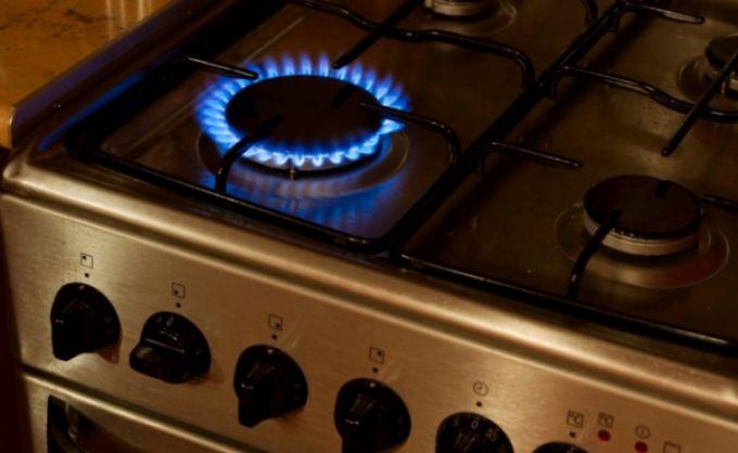 Как очистить газовую плиту от нагара, жира и копоти при помощи клея