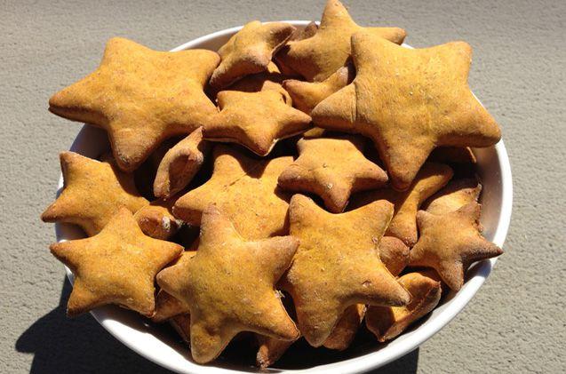 Как испечь слоеные пирожки с рыбой и луком