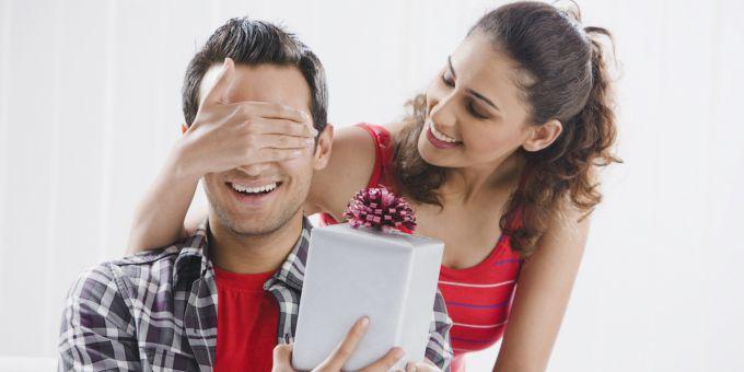 Как выбрать оригинальный подарок мужу на Новый год