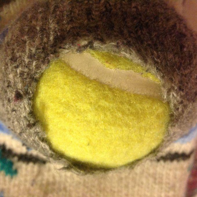 Как починить дырки на вязаных носках