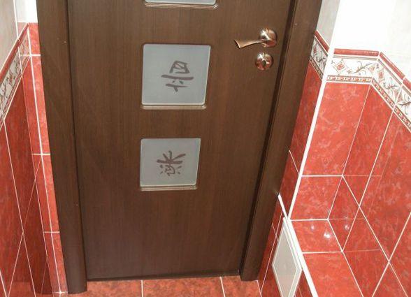 Как выбрать дверь для уборной