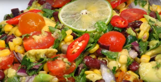 Салат из фасоли и авокадо