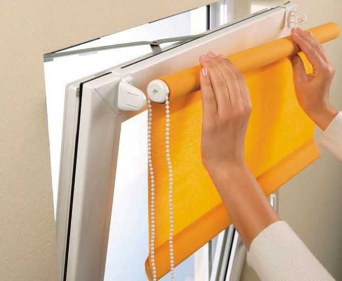 Как сделать рулонные шторы на пластиковые окна без сверления