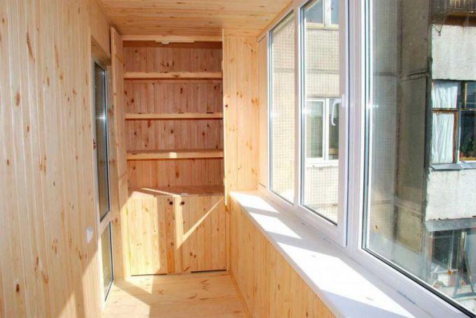 Как отделать балкон изнутри