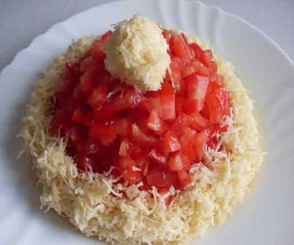 Как приготовить салат «Шапочка Деда Мороза»